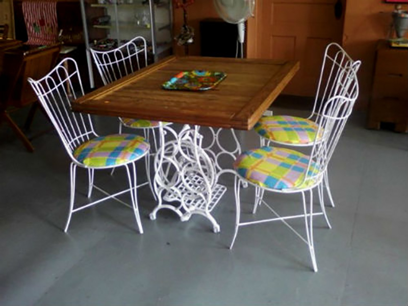 стол из старой швейной машинки