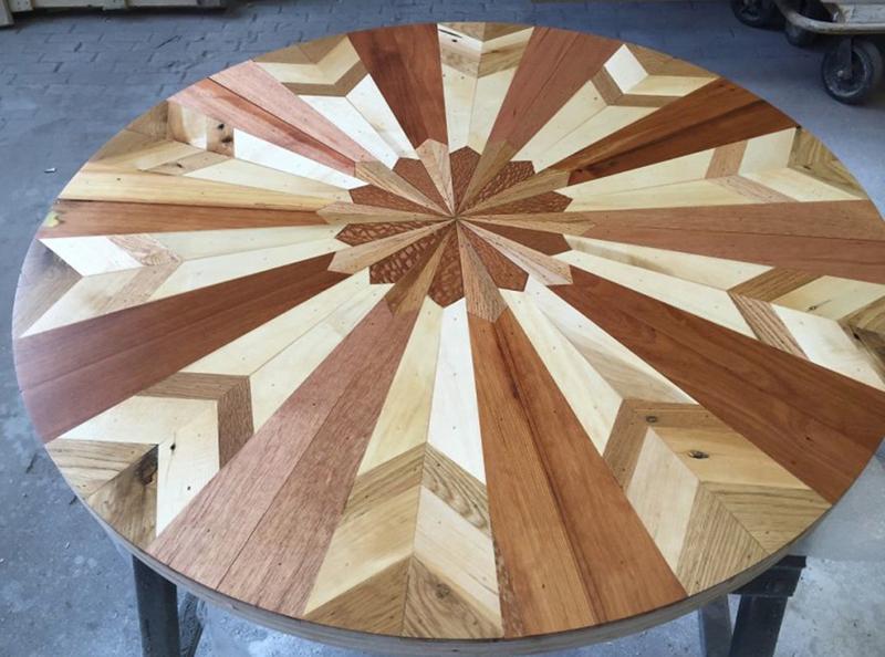 интересная мозаика из дерева
