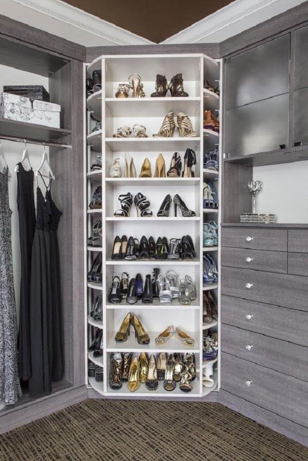 маленькая гардеробная комната из кладовки