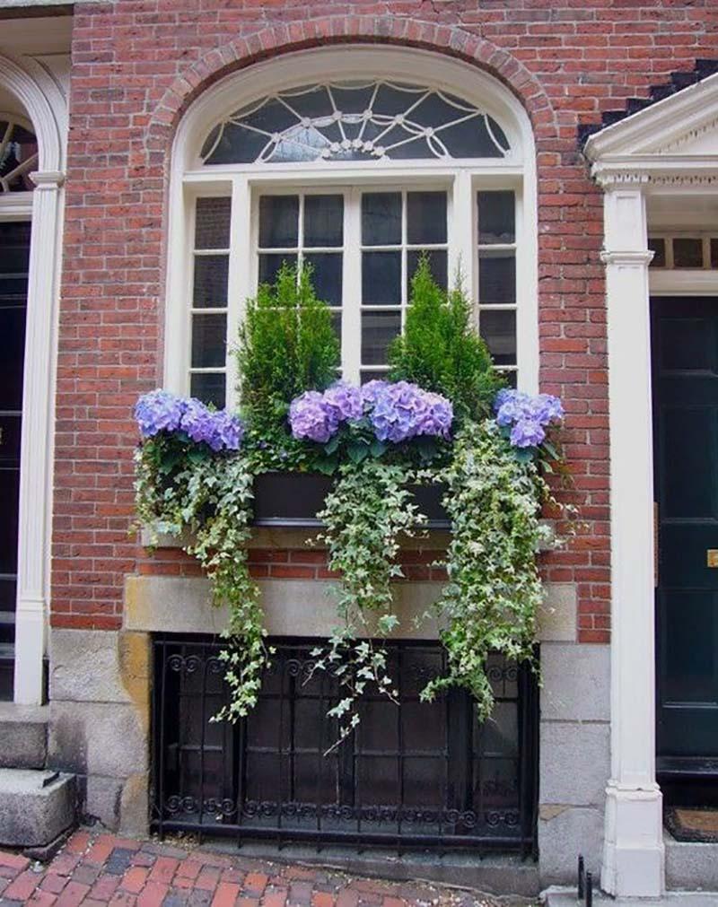 как закрепить цветник за окном