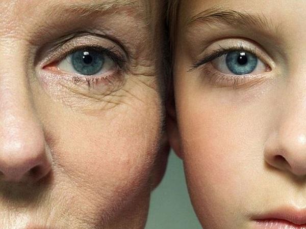 молодая и пожилая женщины