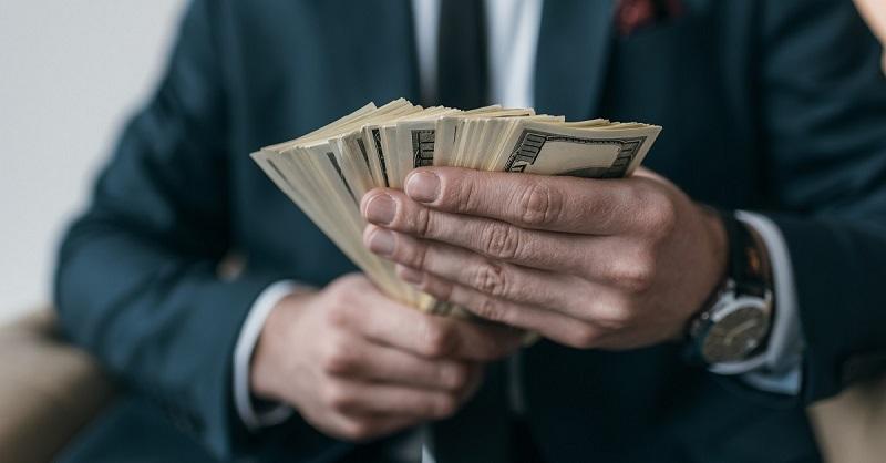 3 trucuri mintale pe care oamenii bogați le folosesc pentru a face bani